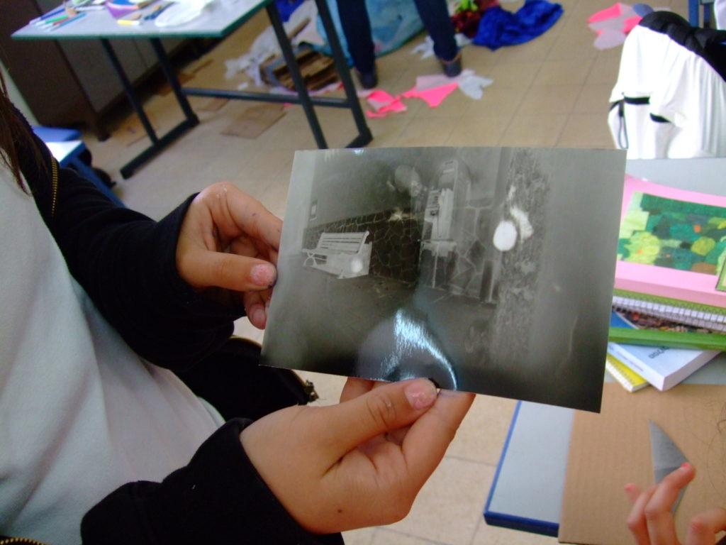 אחרי שהדפיסו במעבדת הצילום מתחילים לעצב